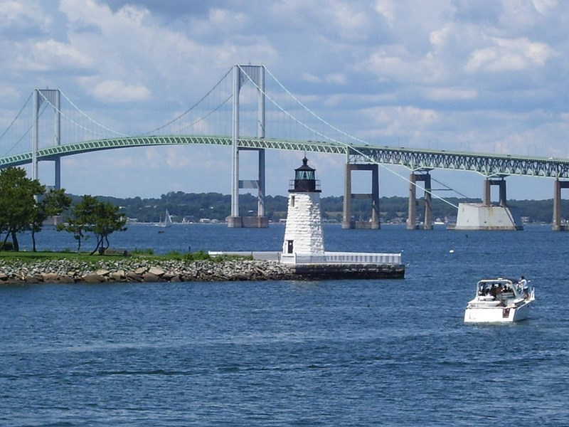 1200px-Newport_Harbor_Light_in_Newport,_Rhode_Island_(2008)