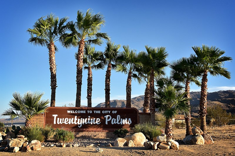 1280px-29_Palms_Sign