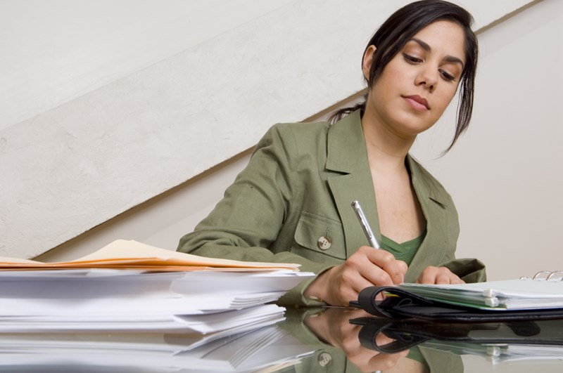 Businesswoman_filling_out_paperwork