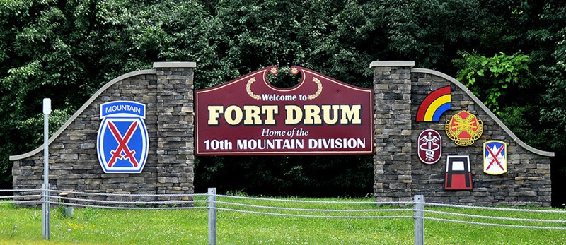 Fort_Drum_sign_-_wb