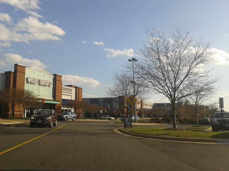 Potomac_Yards_shopping_center,_Alexandria,_Virginia_-_1